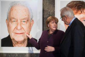 Holokauszt-túlélőket ábrázoló fotókiállítás nyílt Essenben