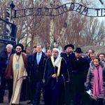 Történelmi pillanat: A Muszlim Világszövetség vezetője Auschwitzban