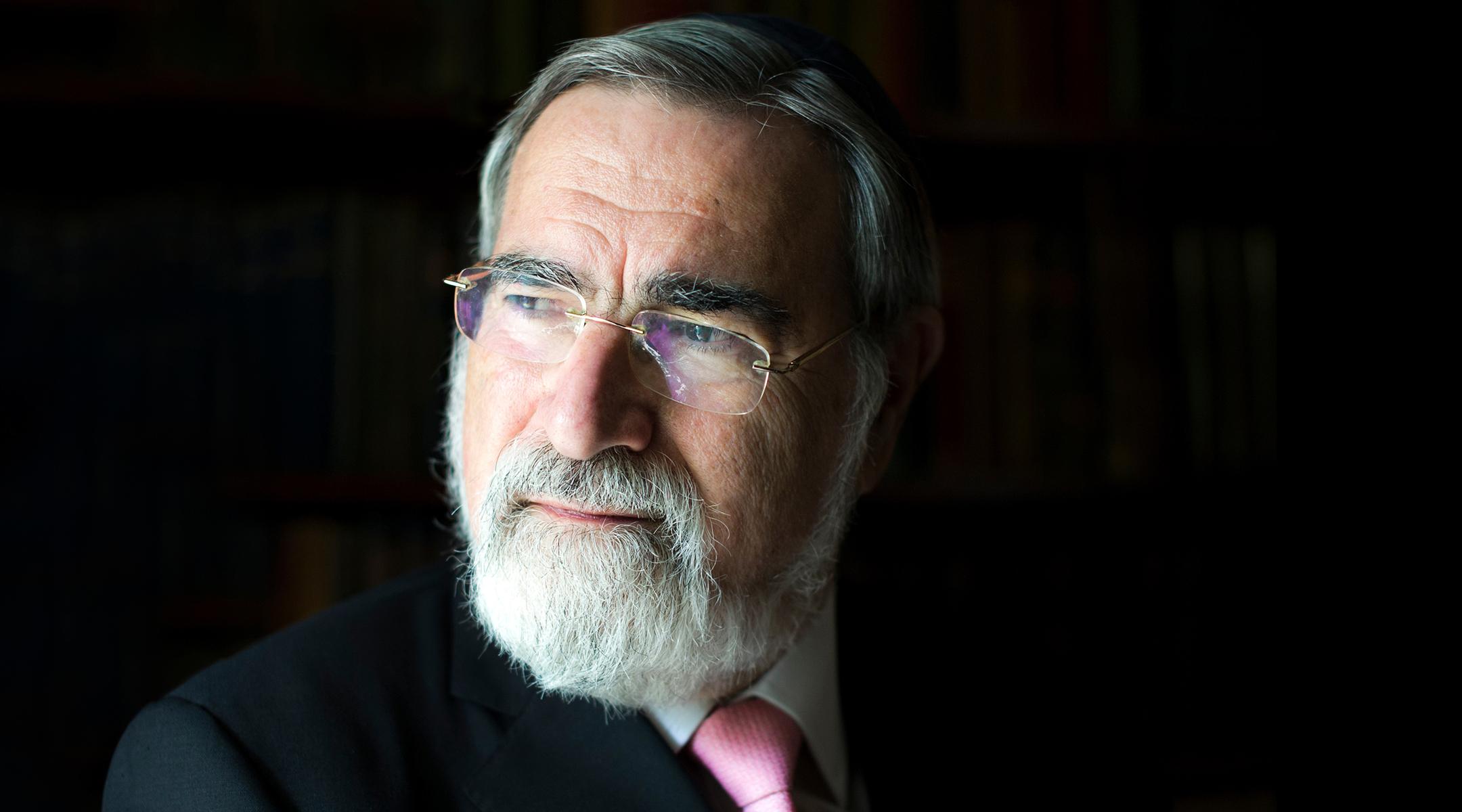Volt brit főrabbi: egy rabbi tartsa távol magát a politikától!