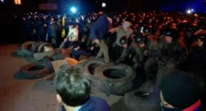 Videó: Csőcselék támadt a Kínából evakuáltakra Ukrajnában