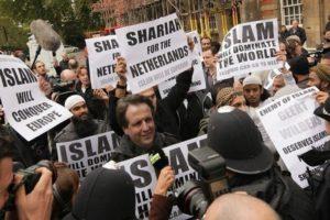 """Holland titkosszolgálat: Komoly fenyegetést jelentenek az """"ultrakonzervatív iszlamisták"""""""