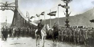 Lovas-fáklyás felvonulással ünnepli Horthyt a Mi Hazánk Mozgalom