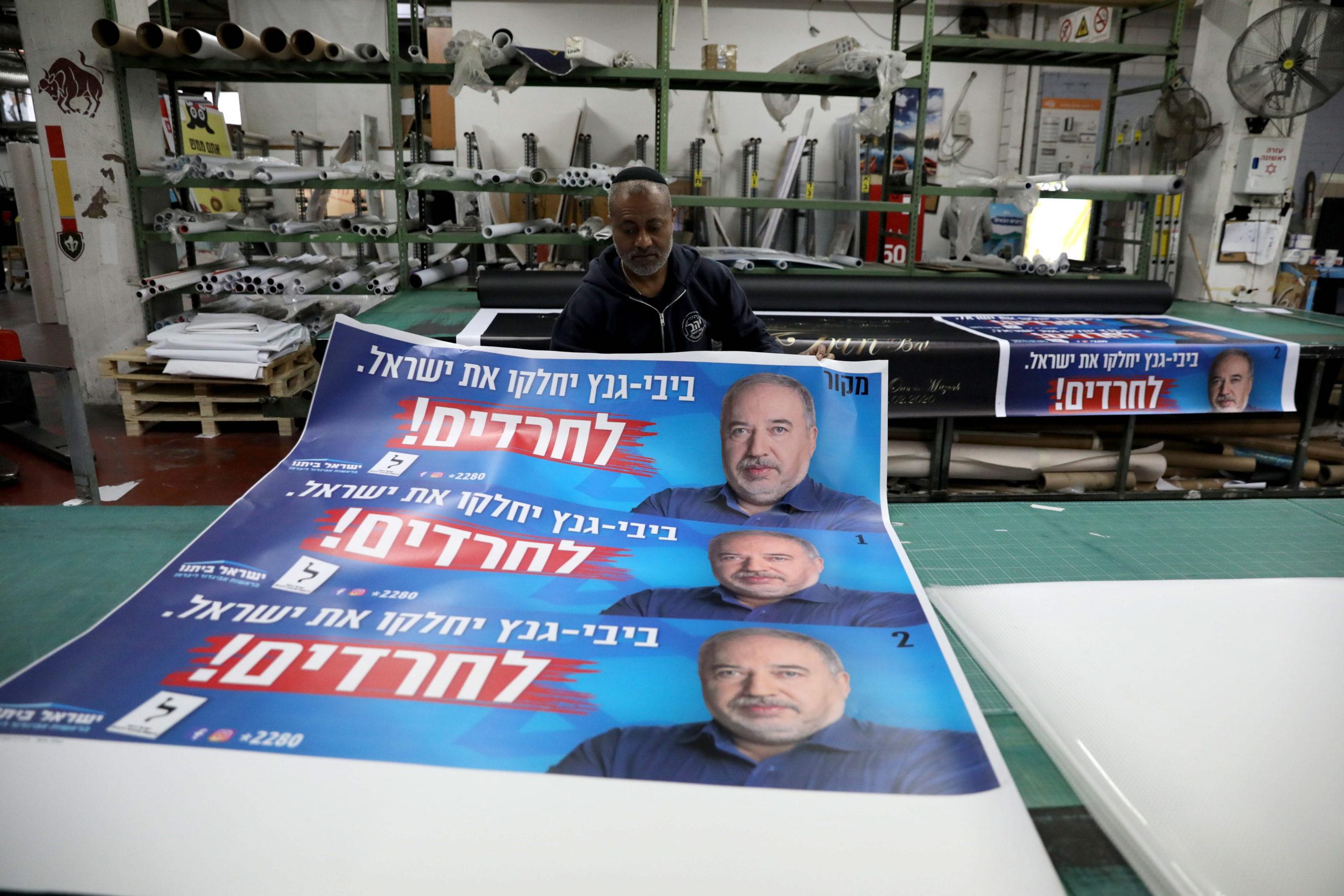 Liberman beáll Ganz mellé, kész megbuktatni Netanjahut