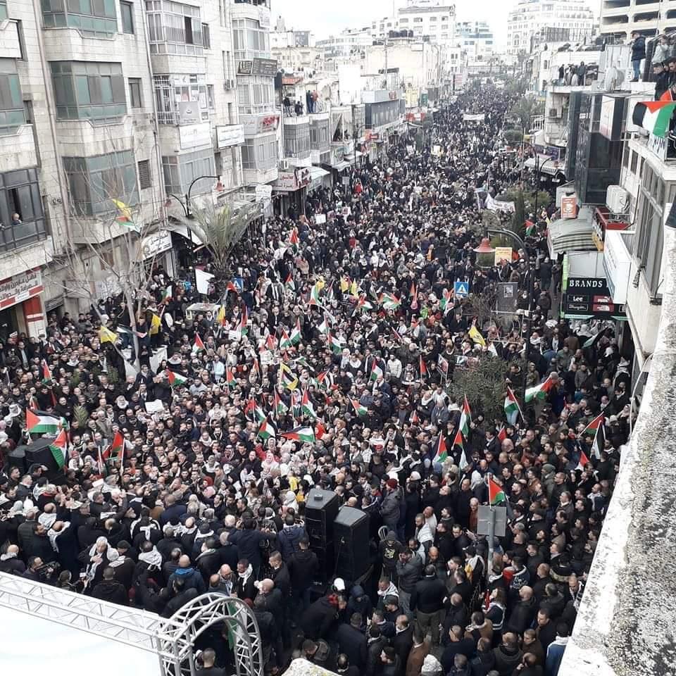 """Palesztinok ezrei tüntettek az """"évszázad béketerve"""" ellen"""
