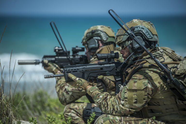 Izraeli fegyvereket csempésztek Izrael ellenségeinek