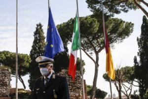 12 és félezer halott: gyásznap Olaszországban, mindenki megállt egy percre