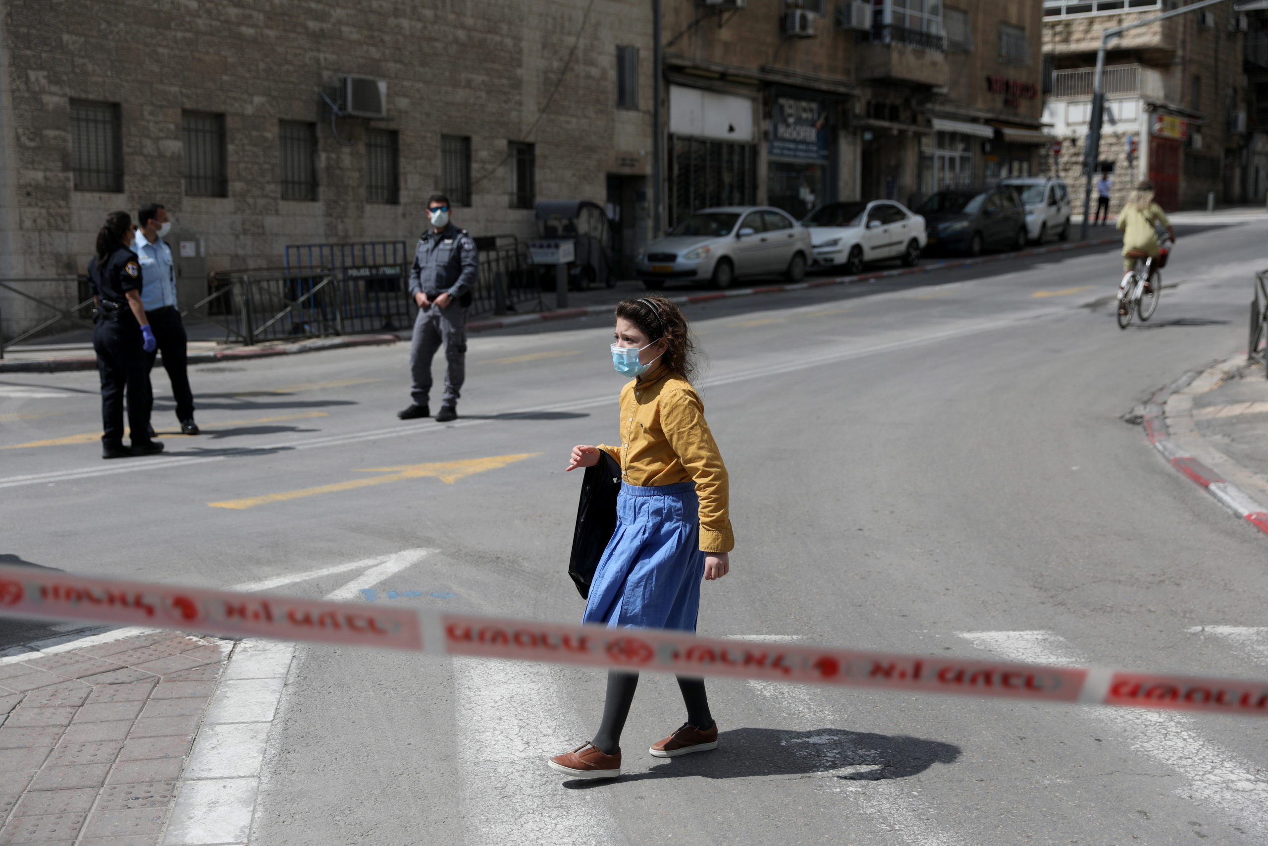 Hőhullám Izraelben: enyhítettek a maszkviselésen