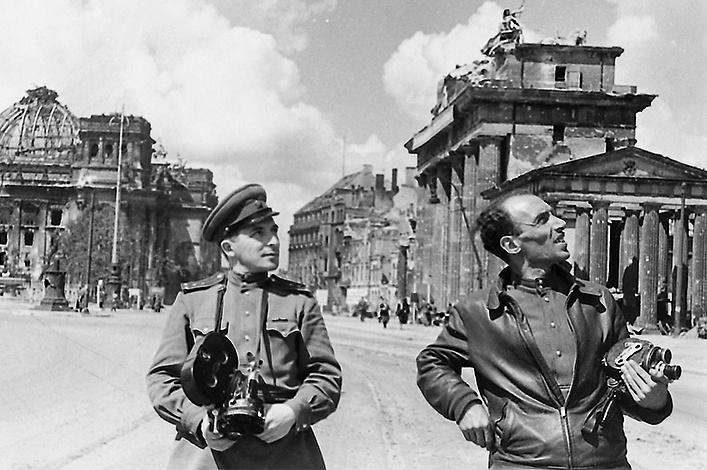 Eddig nem látott fotók mutatják be a Berlint megszálló szovjetek hétköznapjait