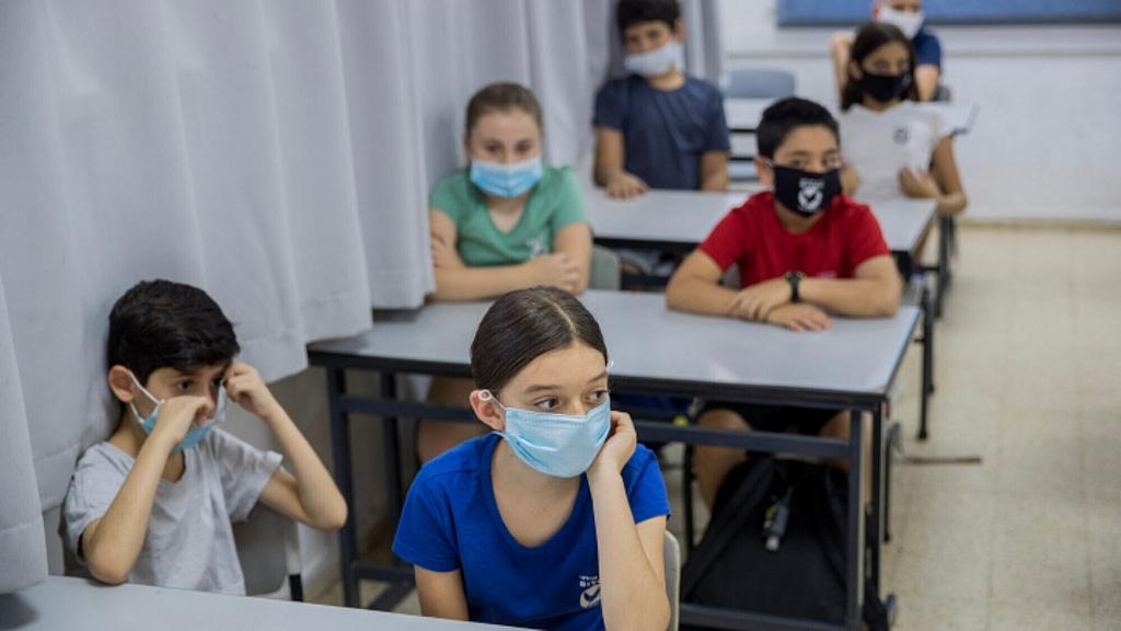 Iskolákban támad újra a koronavírus Izraelben