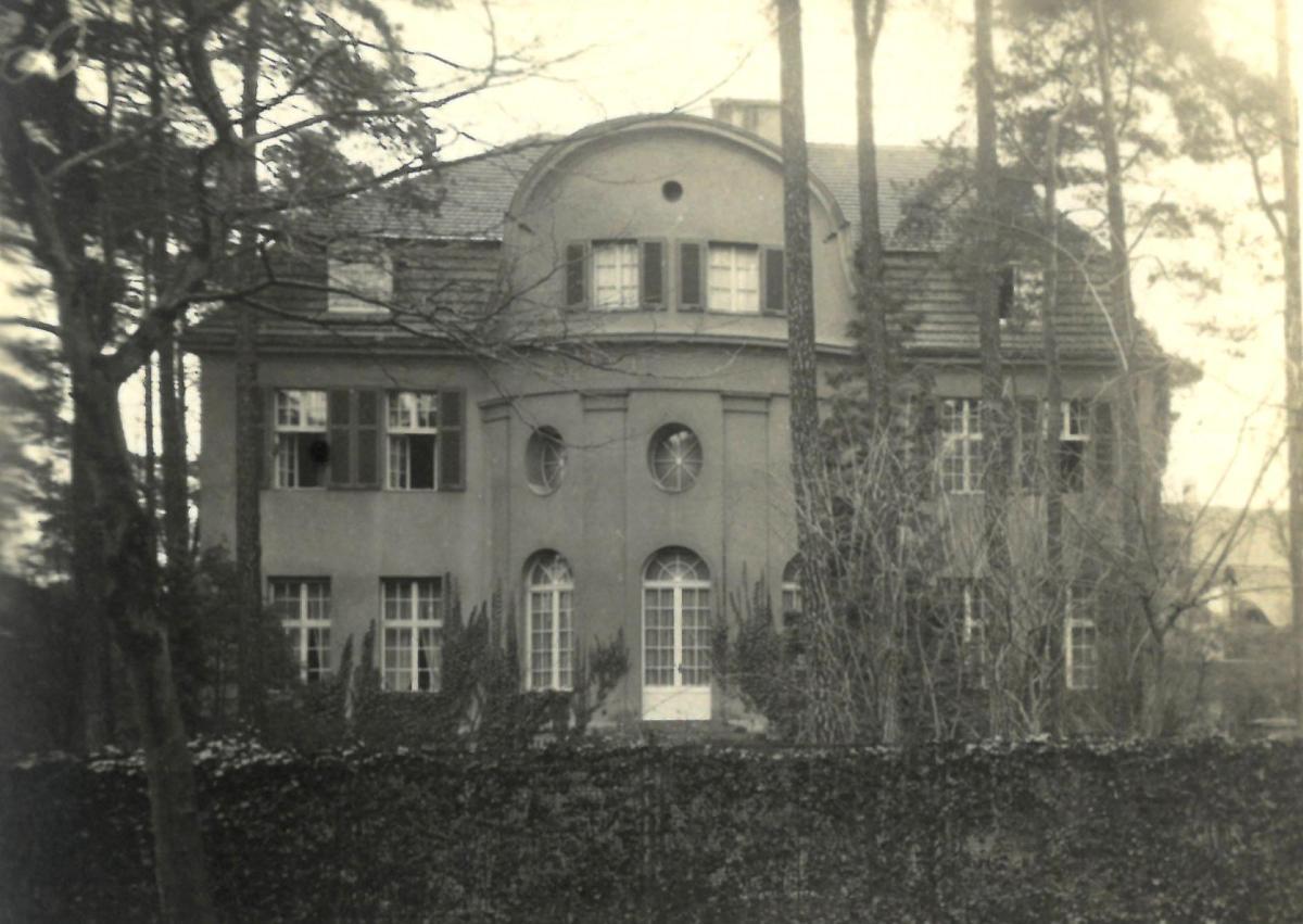 Történelmi fotókat találtak a német államfői rezidencia egykori zsidó tulajdonosáról