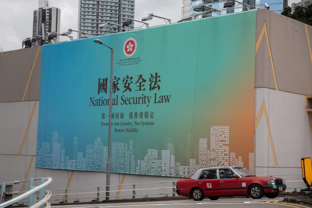 Kína vízumkorlátozásokkal sújt amerikai tisztségviselőket Hongkong miatt