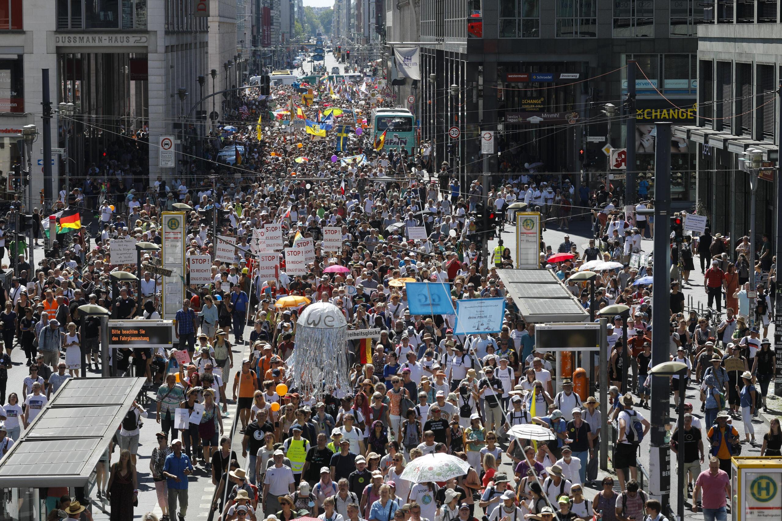"""Németországban mégis megtartható a """"vírusszkeptikus"""" tüntetés"""