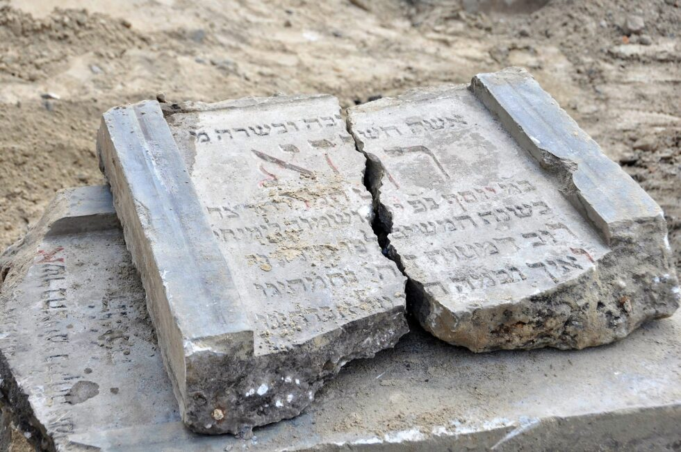Rengeteg zsidó sírkőre találtak egy lengyel építkezésen