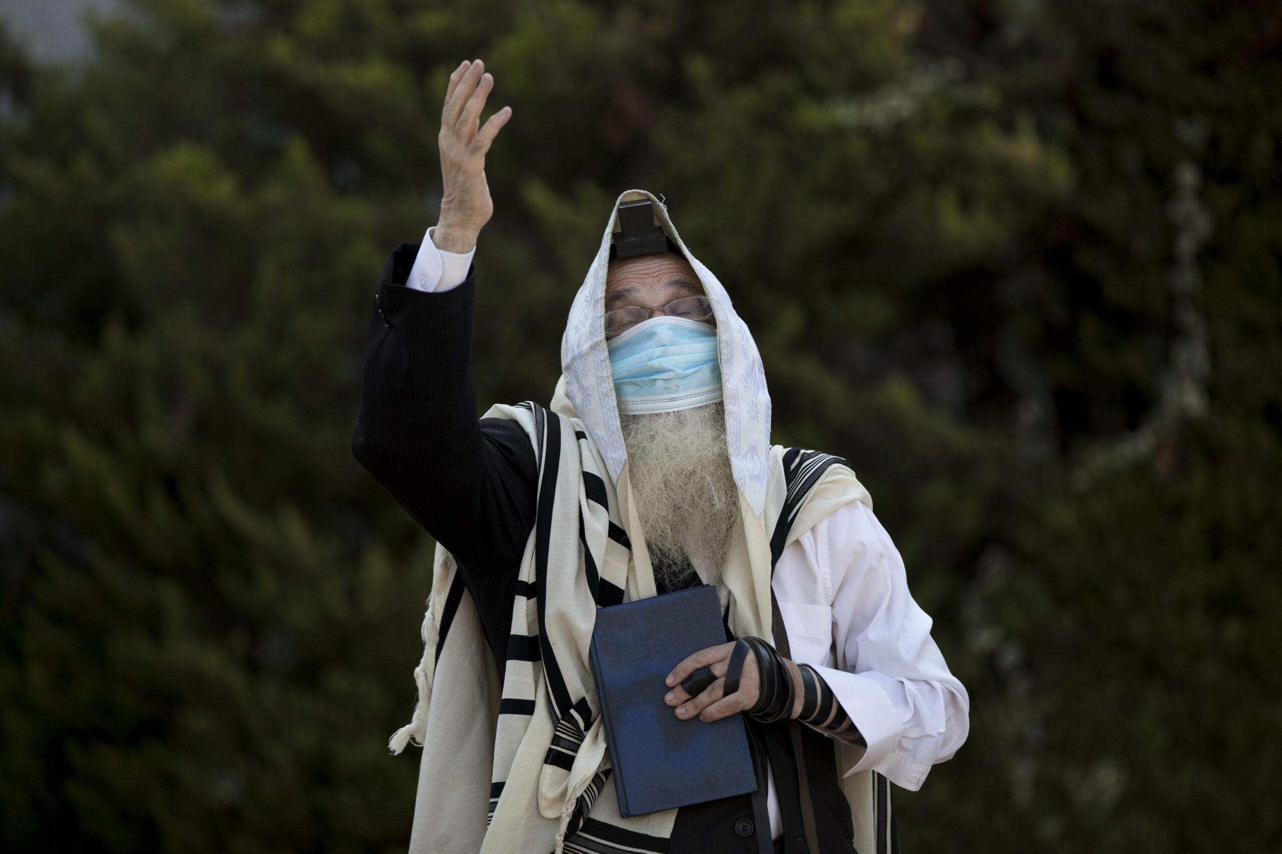 Tovább enyhül a koronavírus-járvány Izraelben