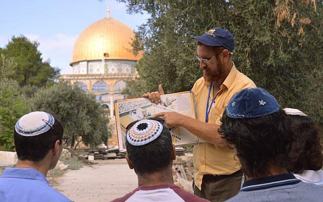 A jeruzsálemi Templom-hegy aktivistája is indul az izraeli elnökválasztáson