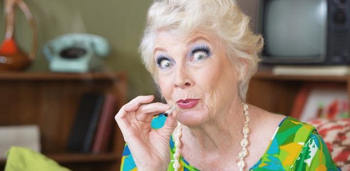 Nem okoz kognitív visszaesést időseknél a fű szívása