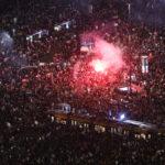 """""""Ez már háború!"""" — a kormány távozását követelték a tüntetők Varsóban"""