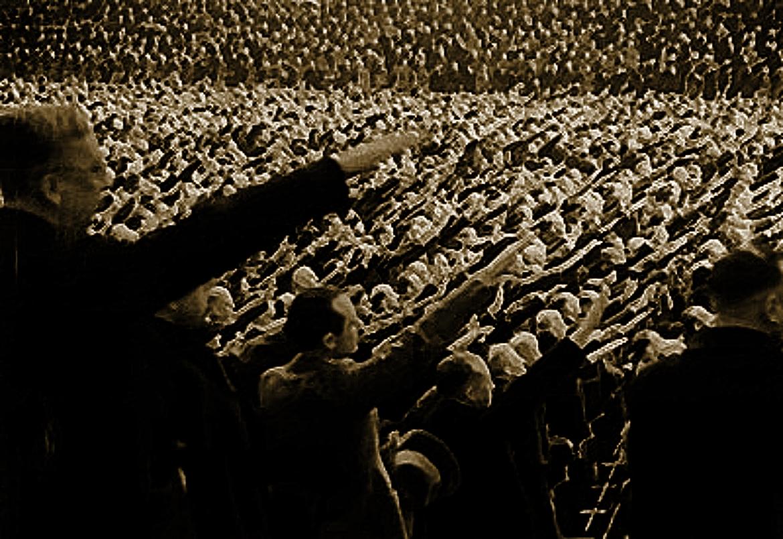Totális én- és valóságvesztés: miért győzhetett a nácizmus?