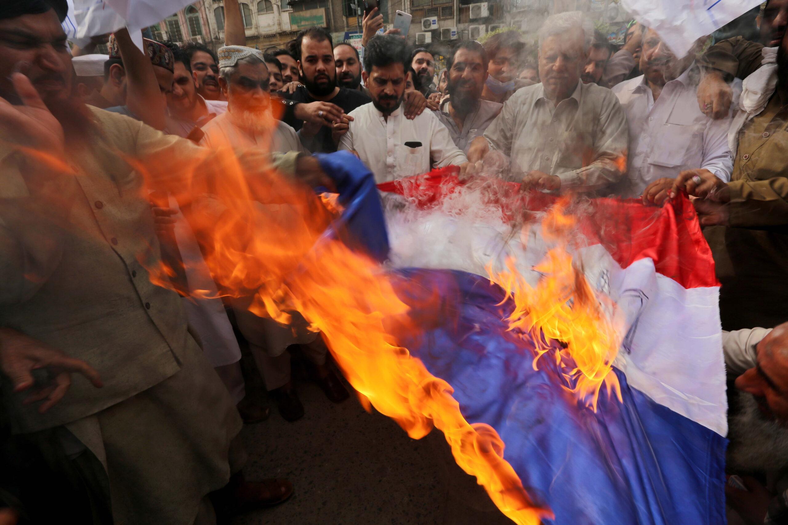Muszlimok bosszújától féltik a franciákat