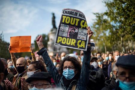 """""""Iszlamista horror"""" — Franciaország a brutálisan meggyilkolt tanárt gyászolja"""
