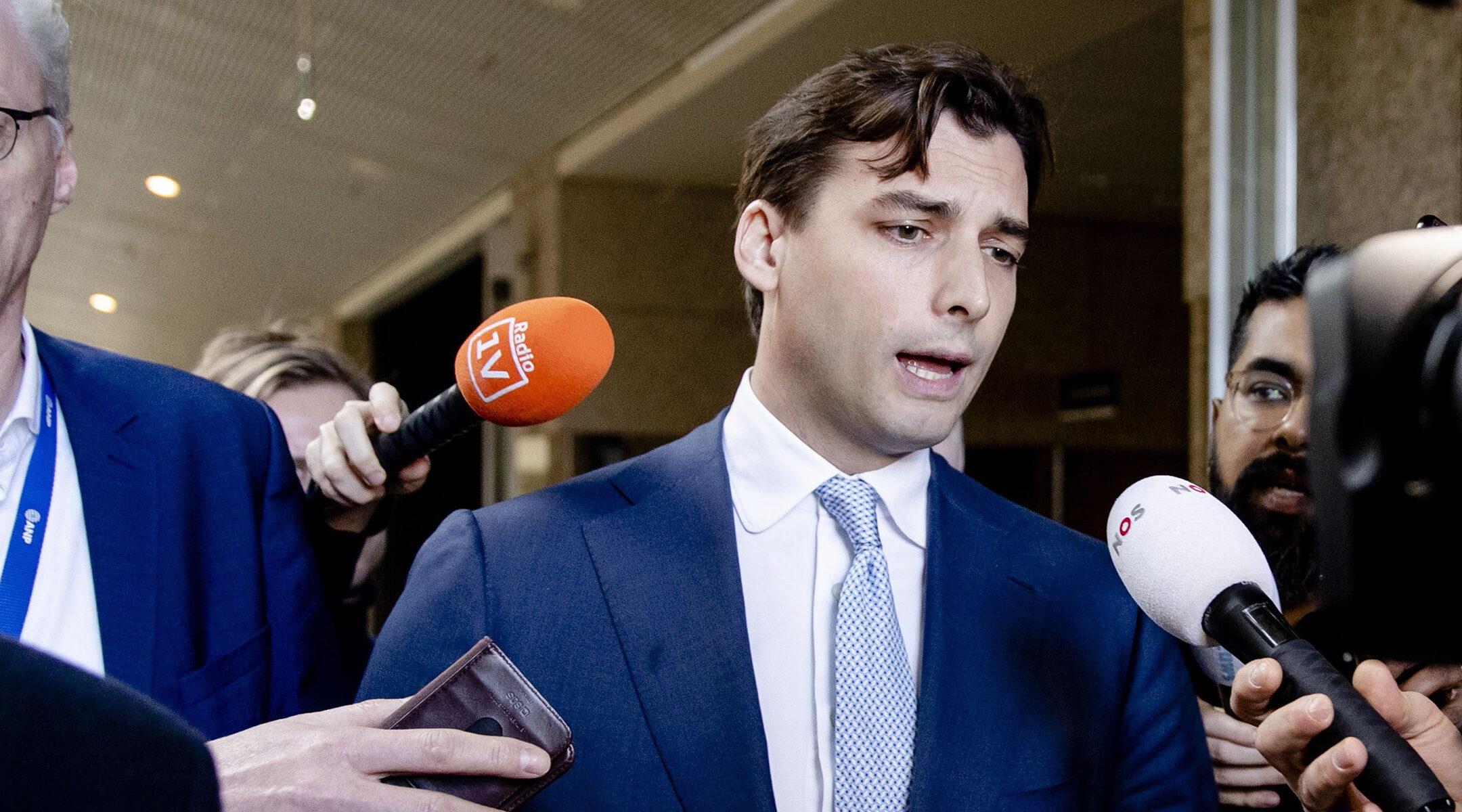 Jobboldali holland politikus mond le a párt antiszemita-botránya miatt