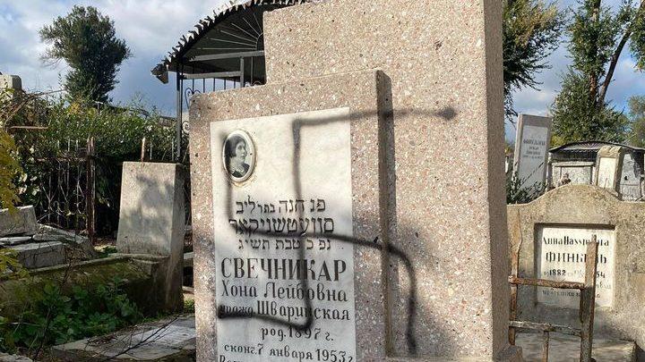 Folyamatos támadások érik a kisinyovi zsidó temetőt