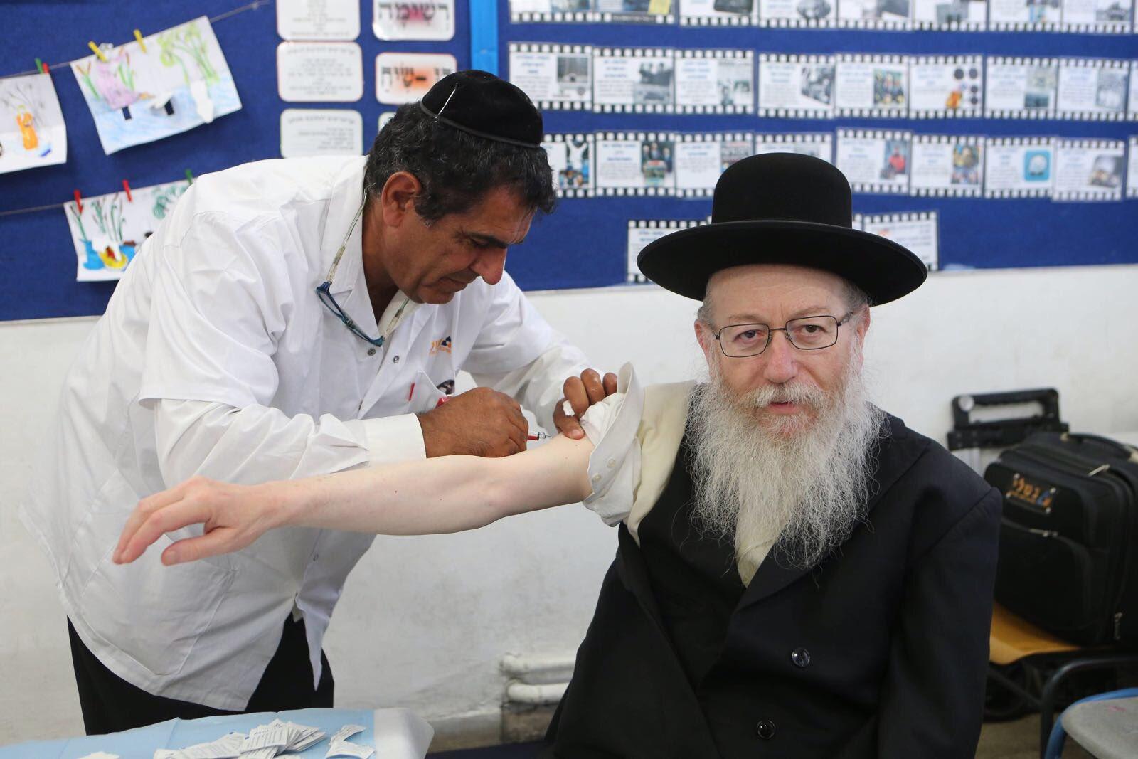 Haredi rabbik is oltásra ösztönöznek
