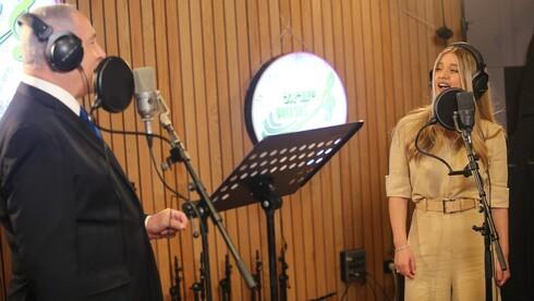 Netanjahu az izraeli idősekért énekel duettet