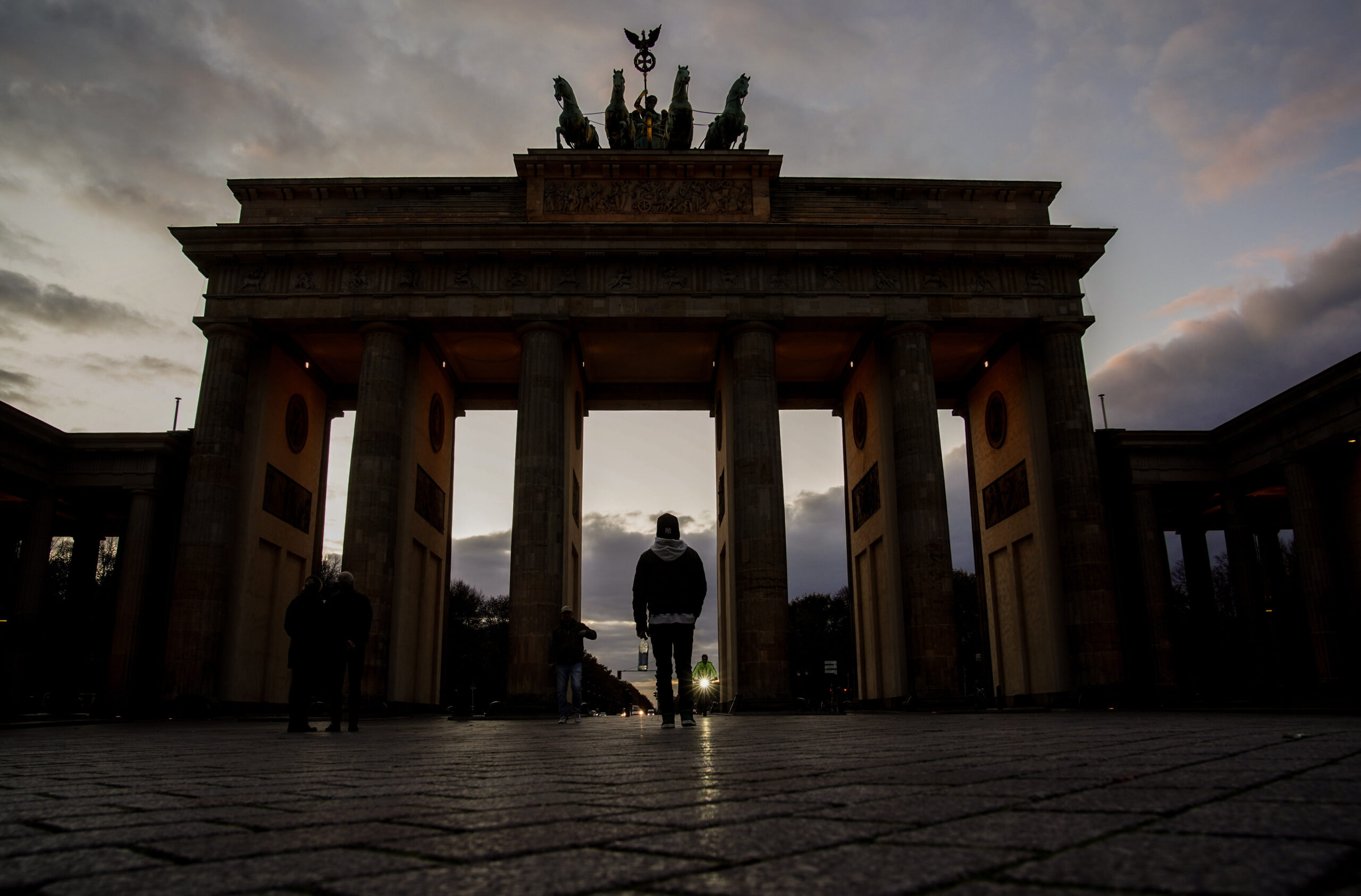 Dezső András a HVG-ben: a németek fejére nőtt az arab alvilág