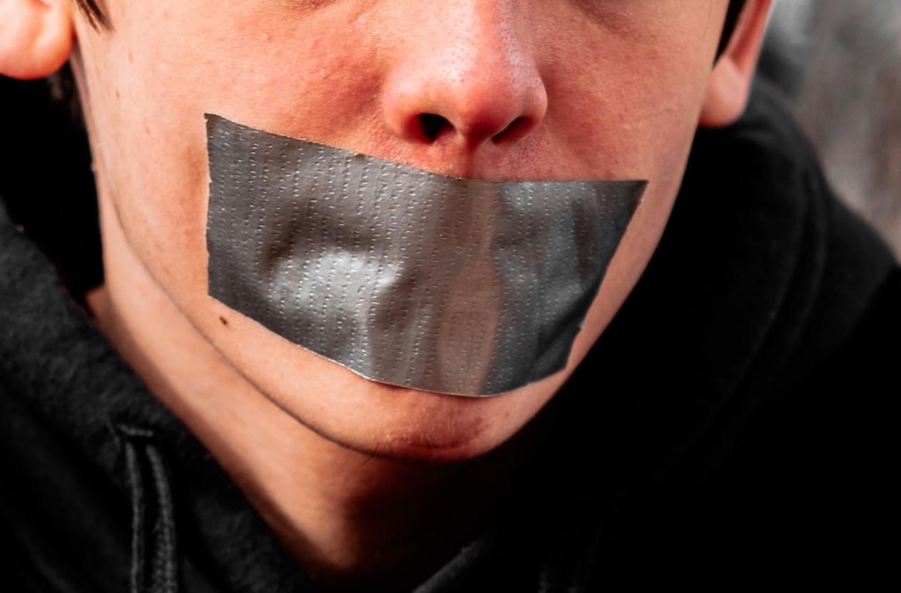A hallgatás bűne — Heti Grün