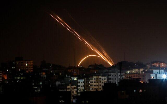 Zsinórban harmadik éjszaka folytatódtak a gázai rakétatámadások