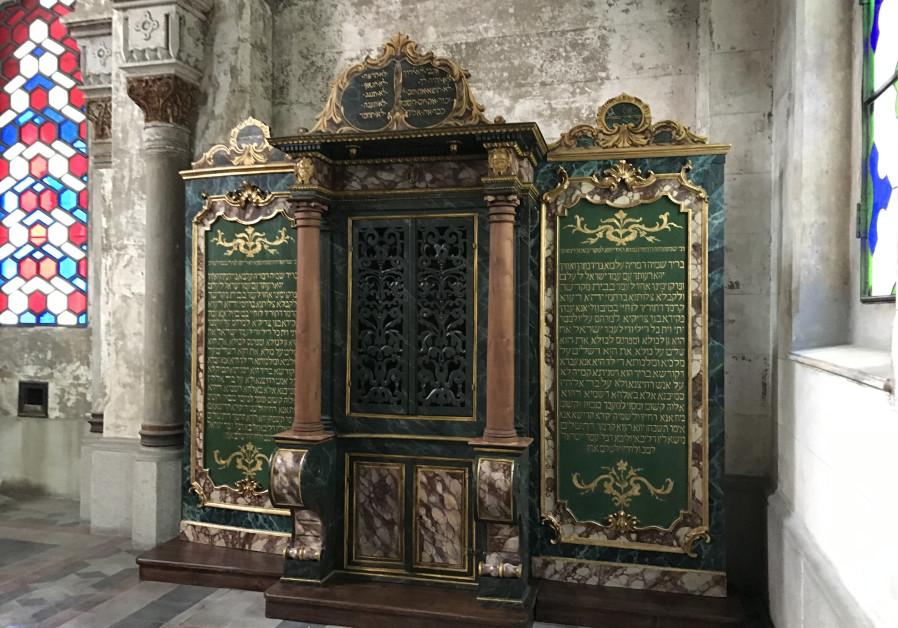 400 éves tóraszekrényt újítottak fel