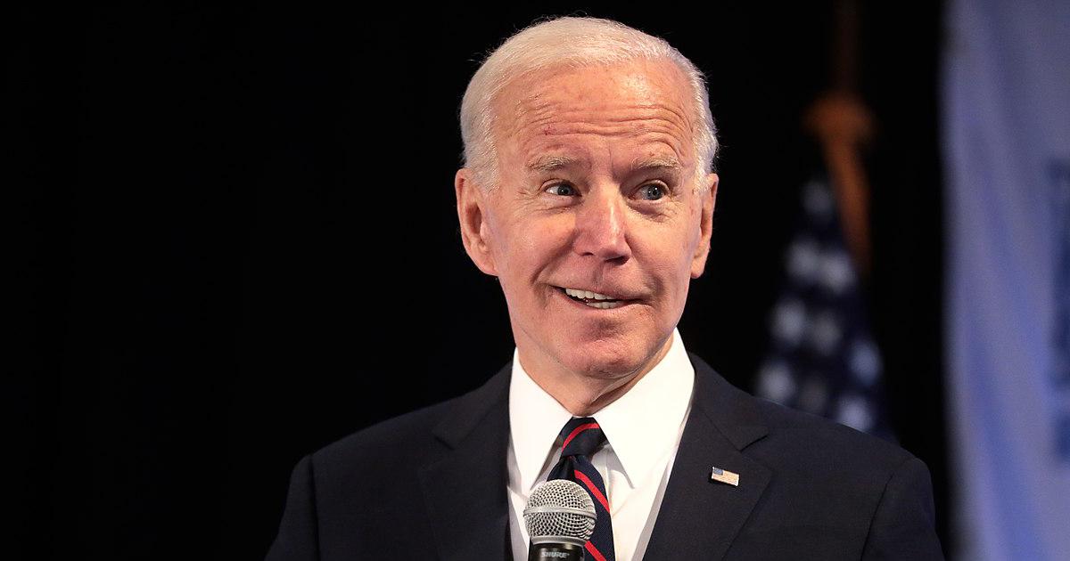 Biden véletlenül elnöknek nevezte Kamala Harrist