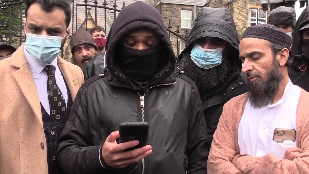 Három brit tanárt függesztettek fel egy Mohamed-karikatúra miatt