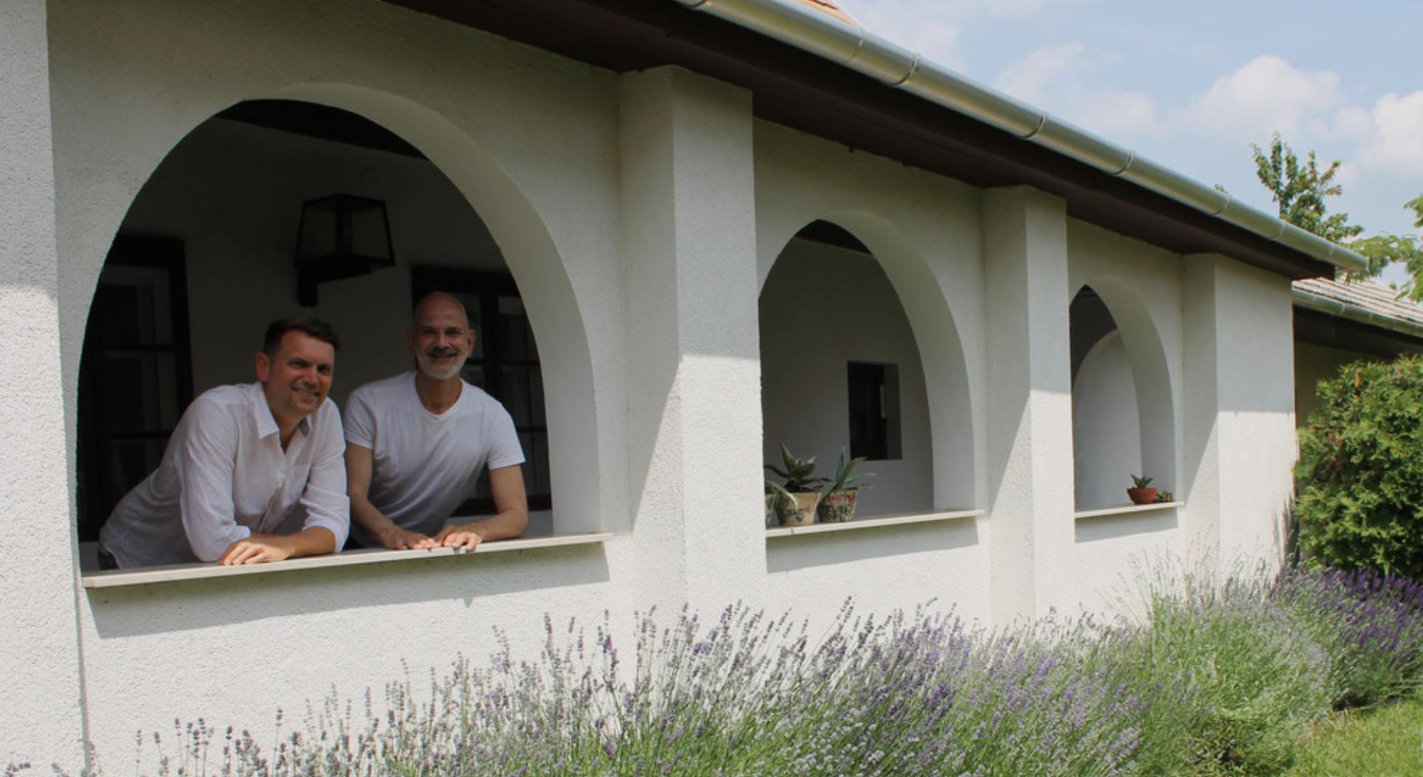 Ez a meleg holland-zsidó pár nagyon jól érzi magát Magyarországon