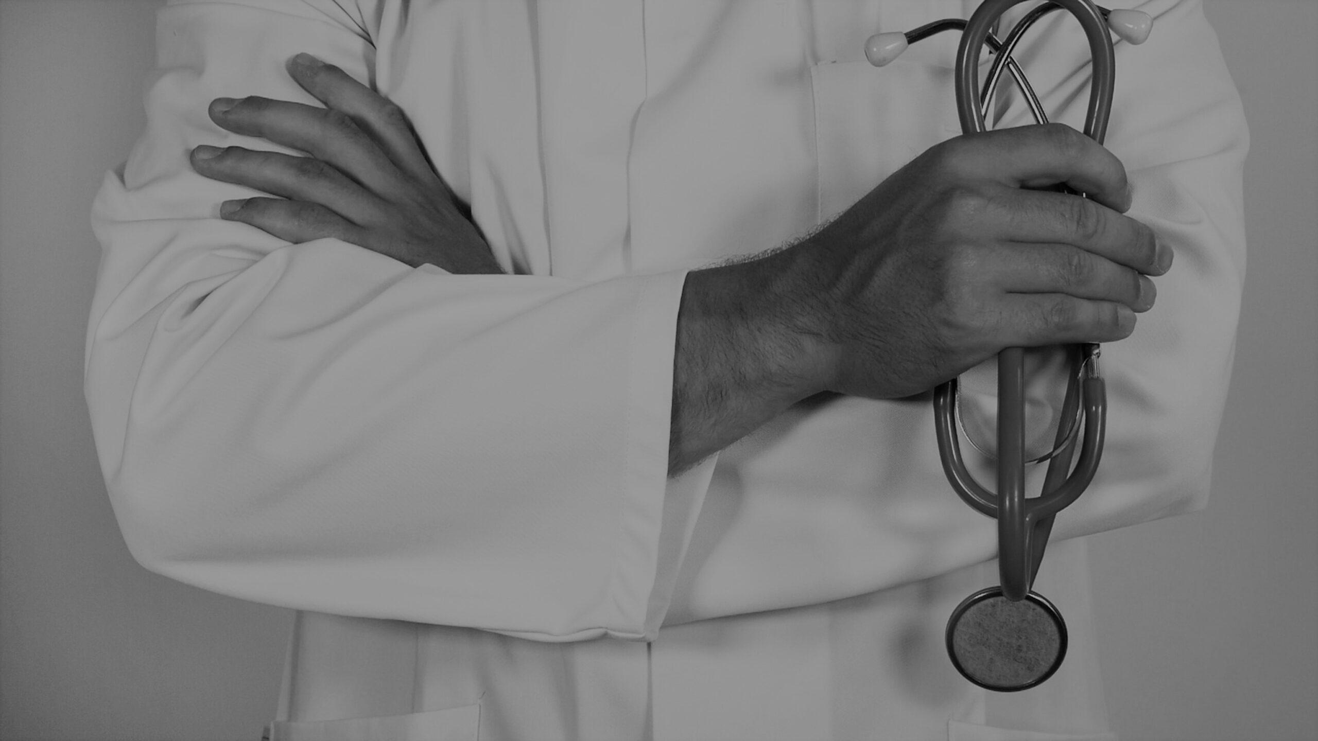 Németországban egy szíriai orvost emberiség ellen elkövetett bűncselekményekkel vádolnak