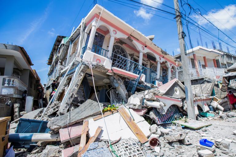 Izraeli segélycsapat siet a haiti földrengés helyszínére