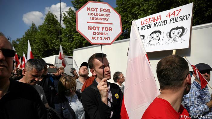 A lengyel parlament elfogadta a holokauszttal kapcsolatos anti-restitúciós törvényt