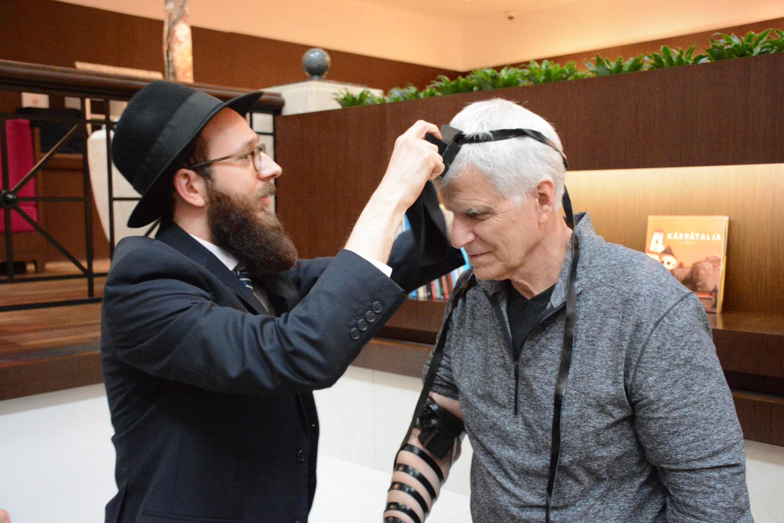 """""""Már gyerekkoromban vágytam arra, hogy aktívan részt vegyek a judaizmus terjesztésében"""" Interjú Isaac Stell-el a Bocskai úti zsinagóga új rabbijával"""