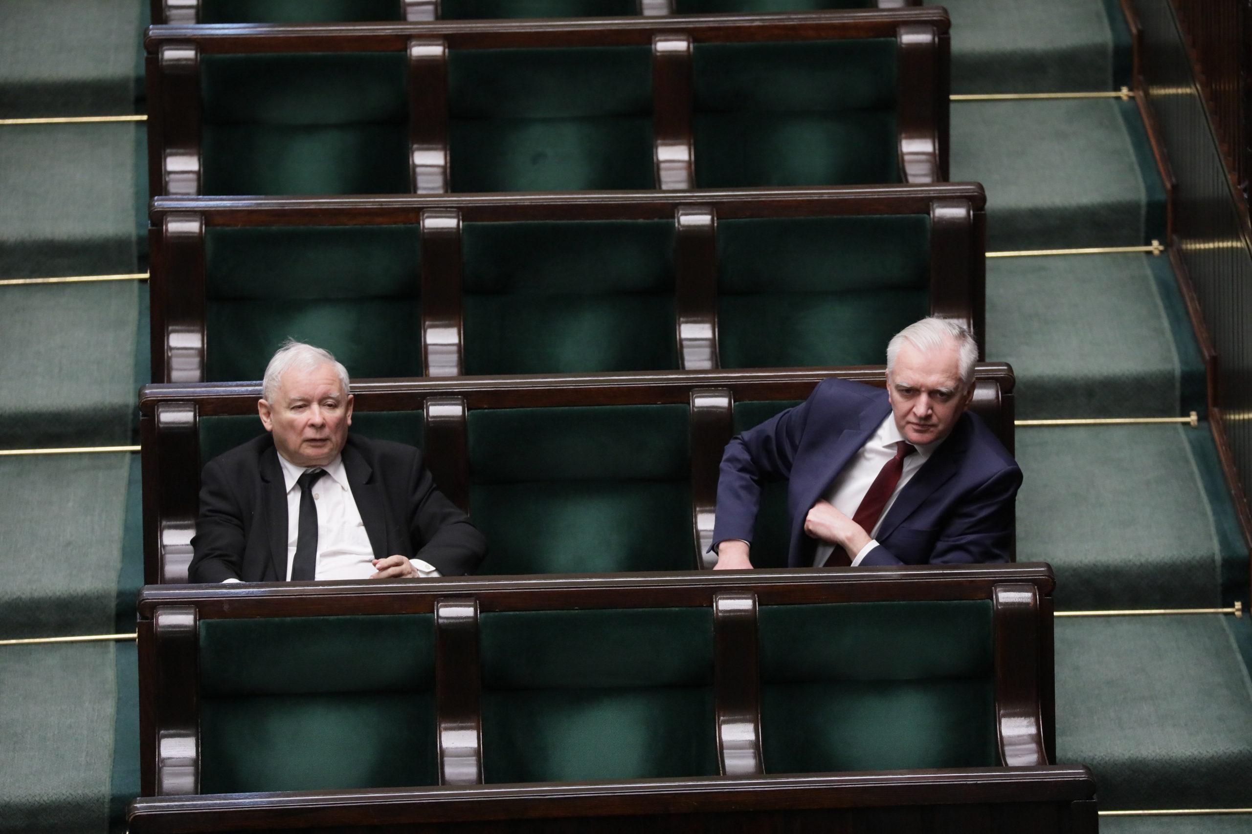 A médiatörvény módosítása miatt omlott össze a lengyel kormány