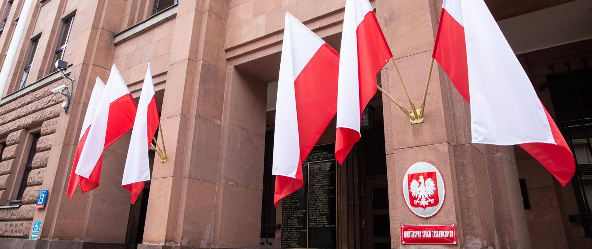 Izrael visszahívja lengyelországi követét