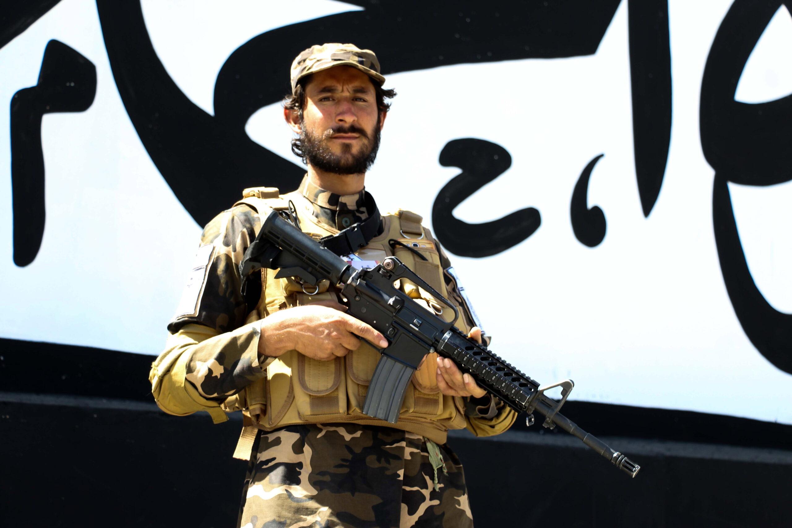 Amerikai M4-esekre és M16-osokra cserélték kalasnyikovjaikat a tálibok