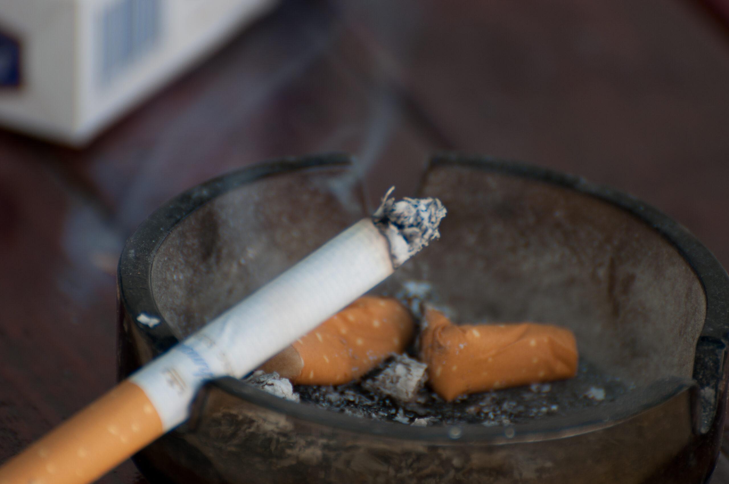 Újabb tanulmány állítja: a dohányosok kisebb eséllyel kapják el a koronavírust