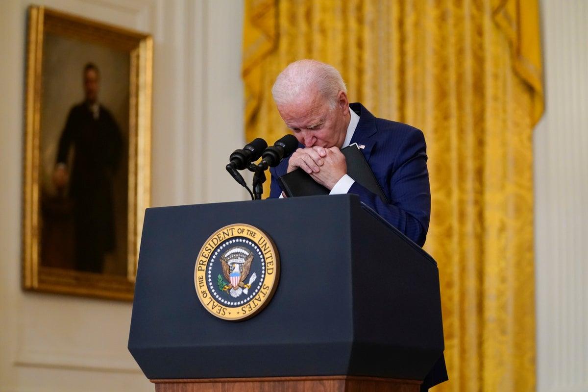 Még a demokrata párti közvélemény-kutatások szerint is csökken Biden népszerűsége