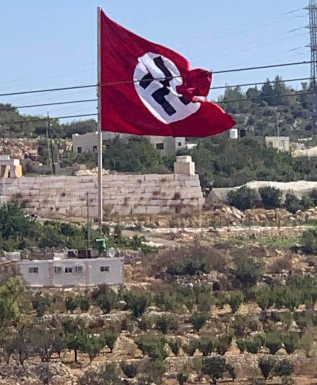 A palesztinok kitűztek egy náci zászlót Hebron közelében