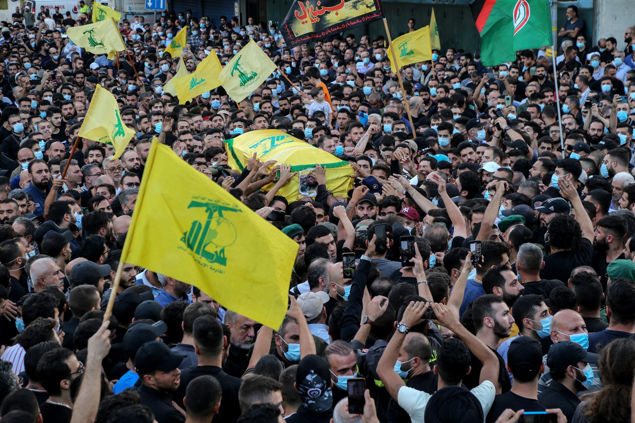 Polgárháborús hangulat Libanonban, egymásnak feszülnek a keresztény és síita frakciók