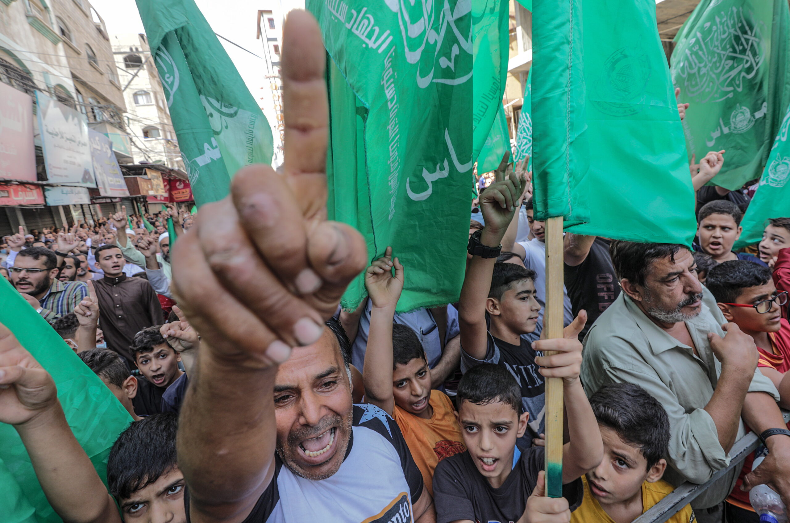 A Hamász ultimátumot adott Izraelnek, 8 millió dollárt követelnek keddig