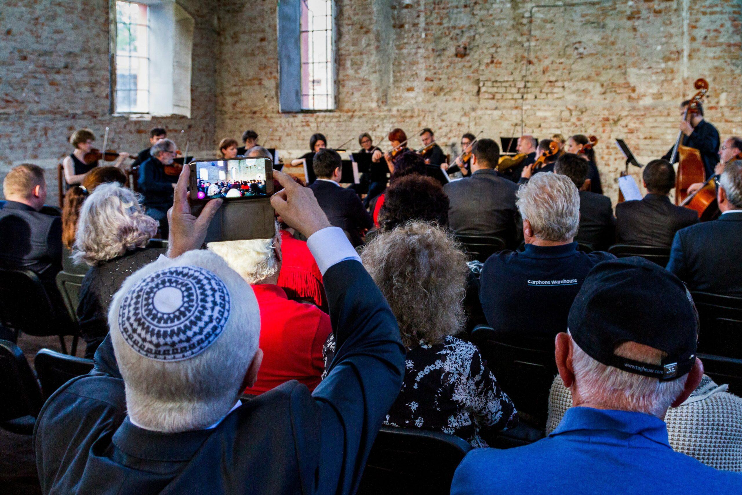 Nehéz helyzetük ellenére is találnak okot az ünneplésre az ukrajnai zsidók